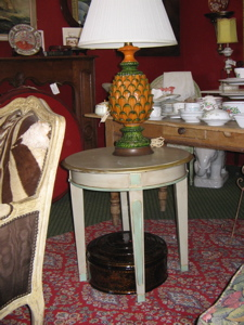 end table --ceramic lamp--